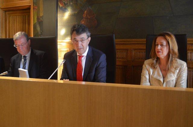 León: Silván (I) , Majo y AnaMuñoz (D)