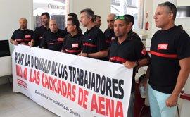 """CCOO convoca una huelga """"los días claves del verano"""" para los bomberos en el aeropuerto de Sevilla"""