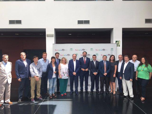 Mesa del turismo andalucía marbella consejero empresarios sindicatos