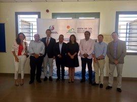 Cinco empresas de aguas de la Costa del Sol encargan un estudio a la UMA sobre las 'natas' del litoral
