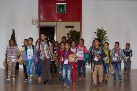 Aterrizan en Palma los 95 niños saharauis, la mitad de ellos repetidores, que pasarán el verano en Baleares