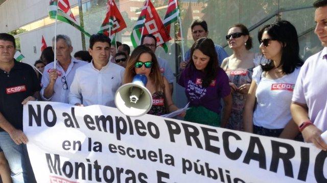 Monitoras escolares protestas en las delegaciones de Educación