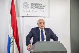 El Gobierno español condecora al ministro paraguayo Loizaga por su impulso a la relación con España
