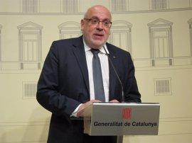 Puigdemont cesa al conseller que puso en duda el referéndum y nombra a Santi Vila