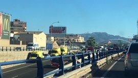 Importantes retenciones de tráfico en la Ma-20 por un accidente entre 4 vehículos