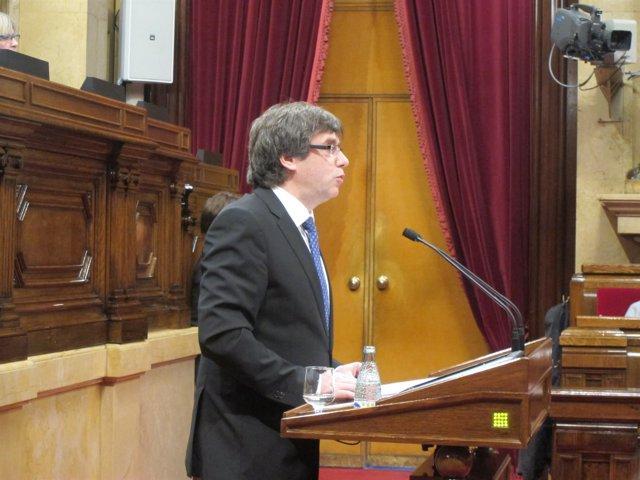 El presidente C.Puigdemont en el pleno del Parlament