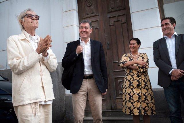 Pepe Dámaso junto al presidente Clavijo en la visita al CAAM