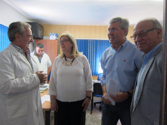 Fernández de Moya durante su visita al Banco de Alimentos