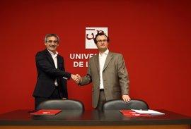 La UR y el Colegio de Economistas de La Rioja suscriben convenio para colaborar en formación de su personal y asociados
