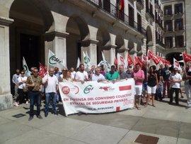Los sindicatos se concentran para exigir un nuevo convenio de seguridad privada