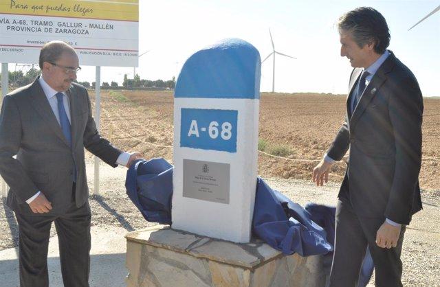 El ministro de Fomento y el presidente aragonés han descubierto el hito.