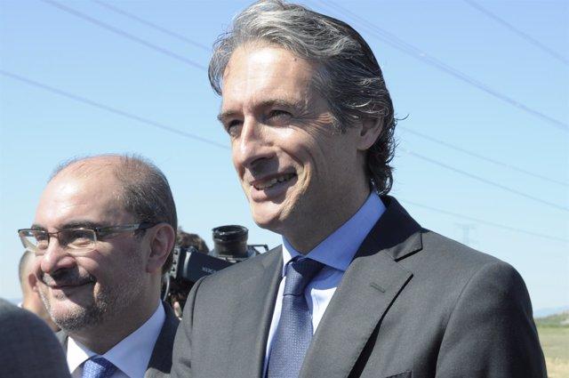 El ministro Íñigo de la Serna y el presidente aragonés, Javier Lambán.