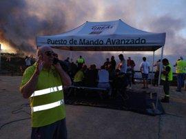 El Ministerio de Medio Ambiente envía cinco medios aéreos al incendio forestal de Riotinto (Huelva)
