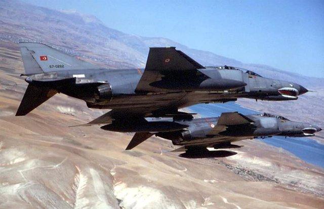 Aviones de combate turcos sobrevuelan el norte de Irak