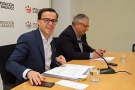 """El presidente de la Diputación de Badajoz defiende al hermano de Pedro Sánchez como el """"mejor"""" para el puesto"""