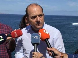 Cardona (PP) advierte al Ayuntamiento de Las Palmas de que un cartel en El Confital no les exime de culpa si algo pasa