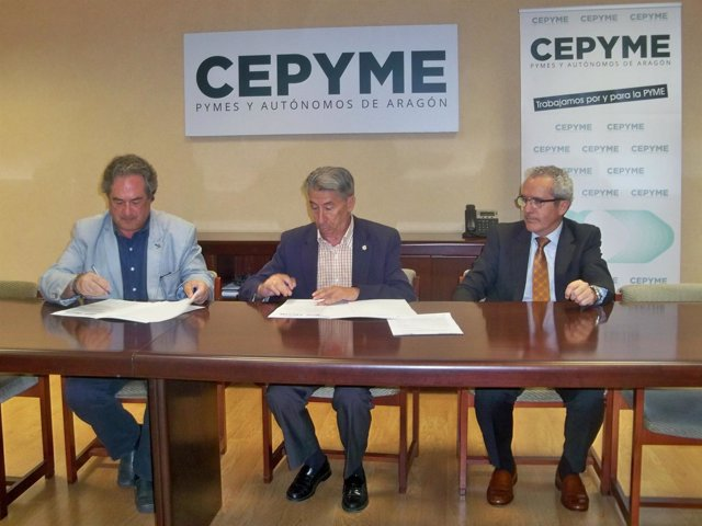 Firma del convenio de colaboración entre CEPYME y COIIAR