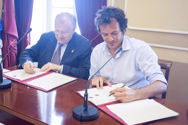 La firma del bono social eléctrico