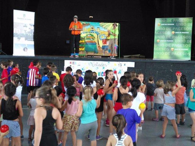 Unió de Pagesos promociona la fruta entre  niños y niñas