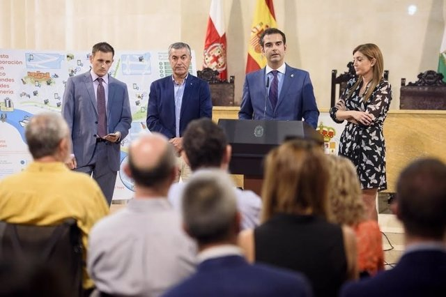 Fernández-Pacheco presenta el Plan de Turismo de Grandes Ciudades