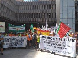 La DGT descarta subir el complemento específico a los examinadores de tráfico, que mantendrán la huelga