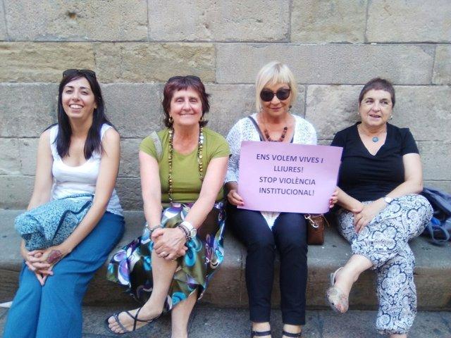 Grup de Dones de Lleida ha entregado mil firmas en el registro del Ayuntamiento