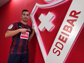 Charles firma una temporada con el Eibar