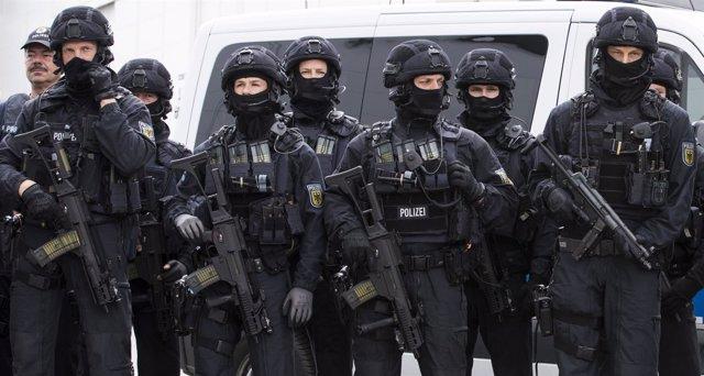 Policía alemana antes de la cumbre del G20 en Hamburgo