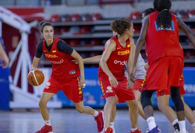 Alba Torrens en el entrenamiento de España