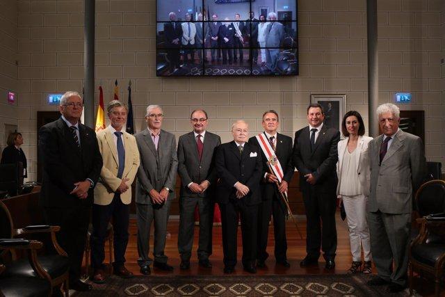 Lambán, Santisteve y Sánchez Quero junto a los premiados con las Medallas de DPZ