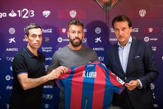 Antonio Luna se presenta con el Levante