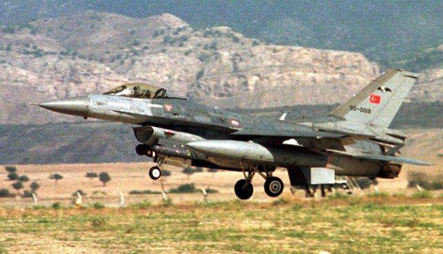 Avión De Combate Turco Sale Para Una Operación Contra El PKK