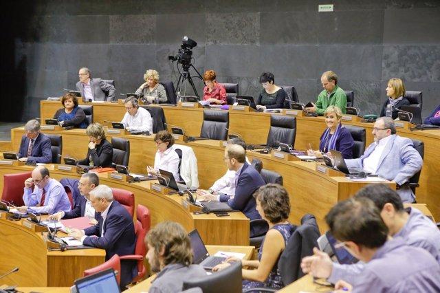 Pleno del Parlamento de Navarra (cuatripartito).