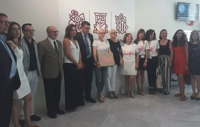 Entrega de 200.000 firmas para adelantar a los 30 años mamografías