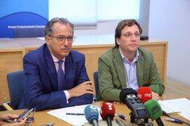 """Martínez-Almeida cuestiona que Carmena no quiera repetir como candidata: """"No descarto que se inmole por nosotros"""""""