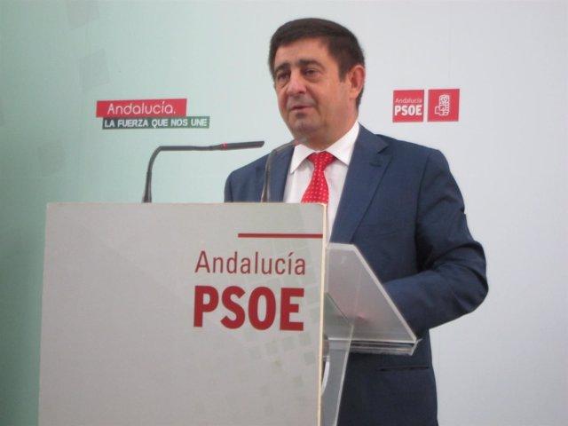 Francisco Reyes durante la rueda de prensa