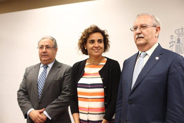 Dolors Montserrat y Juan Ignacio Zoido con el presidente del Colegio de Médicos