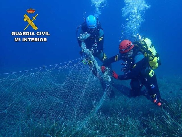 Recuperada una red del fondo marino de la isla del Sec