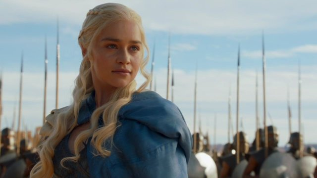 Daenerys Targaryen liderando su ejército