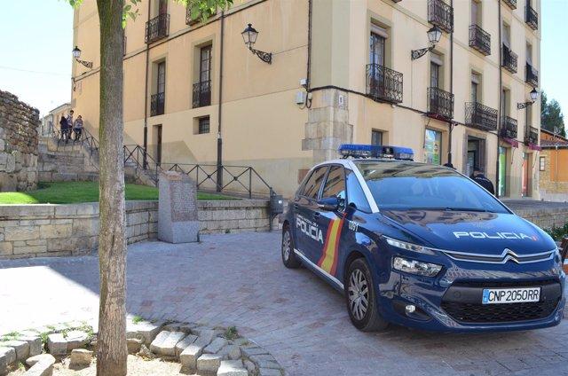 La Policía Nacional De León Detiene A Un Varón De 18 Años Por Mendigar Con Su He