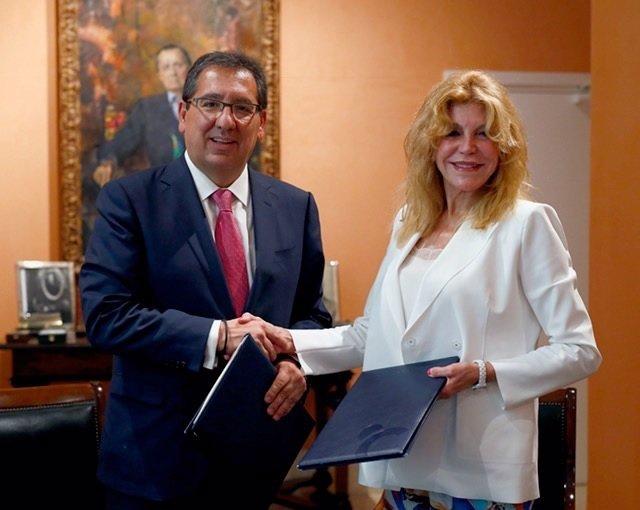 Antonio Pulido y Carmen Thyssen acuerdo colaboración museo málaga y cajasol