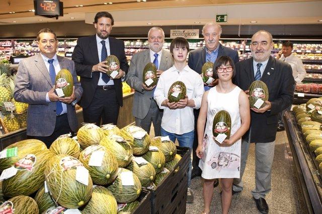 Del Bosque apoya la campaña del 'melón solidario'