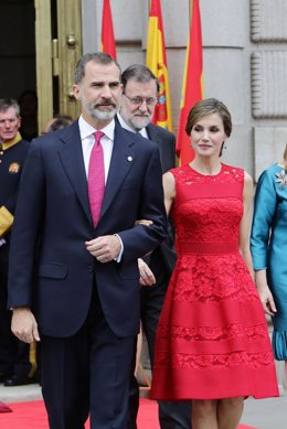 Los Reyes, Ana Pastor y Rajoy en el Congreso