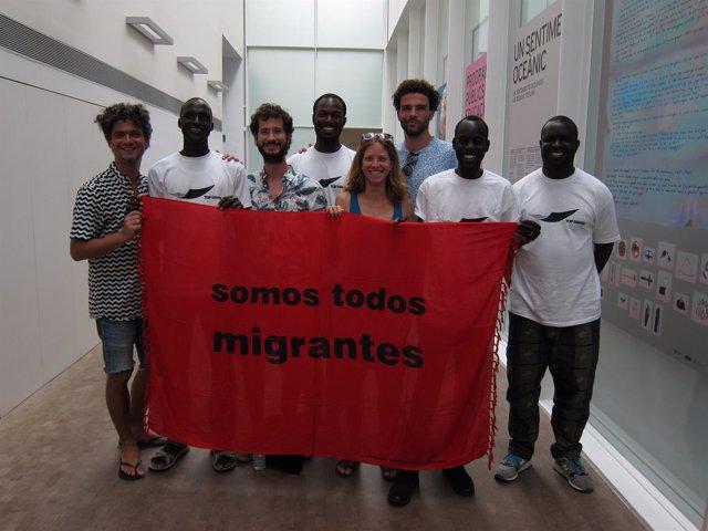 El colectivo Opavivará y miembros del Sindicat de Venedors Ambulants de Barcelon