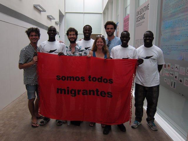 El col·lectiu Opavivará i membres del Sindicat de Venedors Ambulants de Barcelon