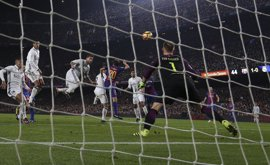 Real Madrid y FC Barcelona disputarían la Supercopa los días 11 y 14 de agosto