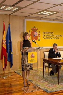 La ministra de Agricultura y Pesca,  Isabel García Tejerina