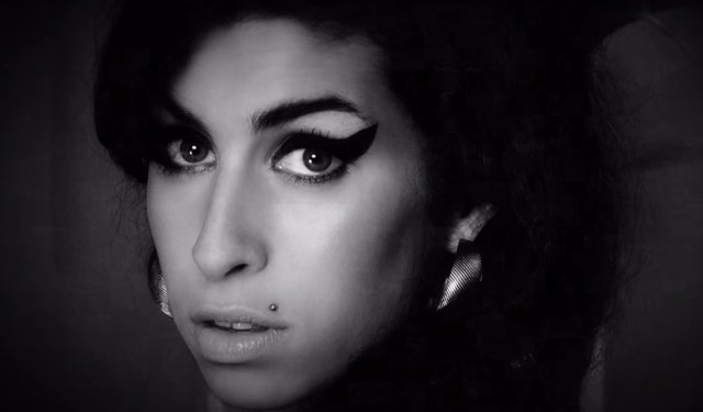 La familia de Amy Winehouse no aprueba el documental sobre la vida de la artista
