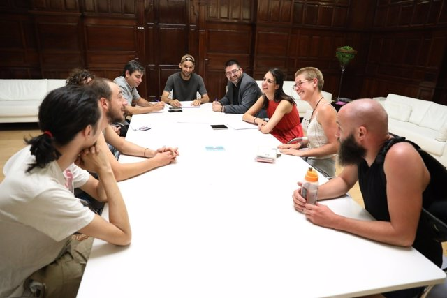 Maestre, Sánchez Mato y García Castaño reunidos con huelguistas de Deliveroo