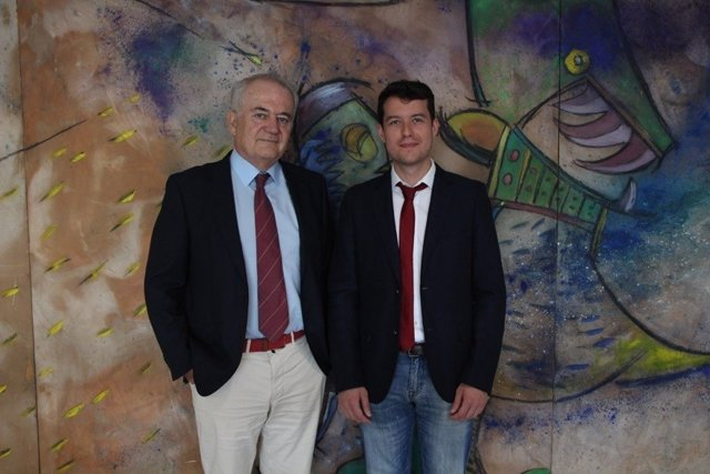El Dr. García Haro junto a su director de tesis doctoral Ollero de Castro